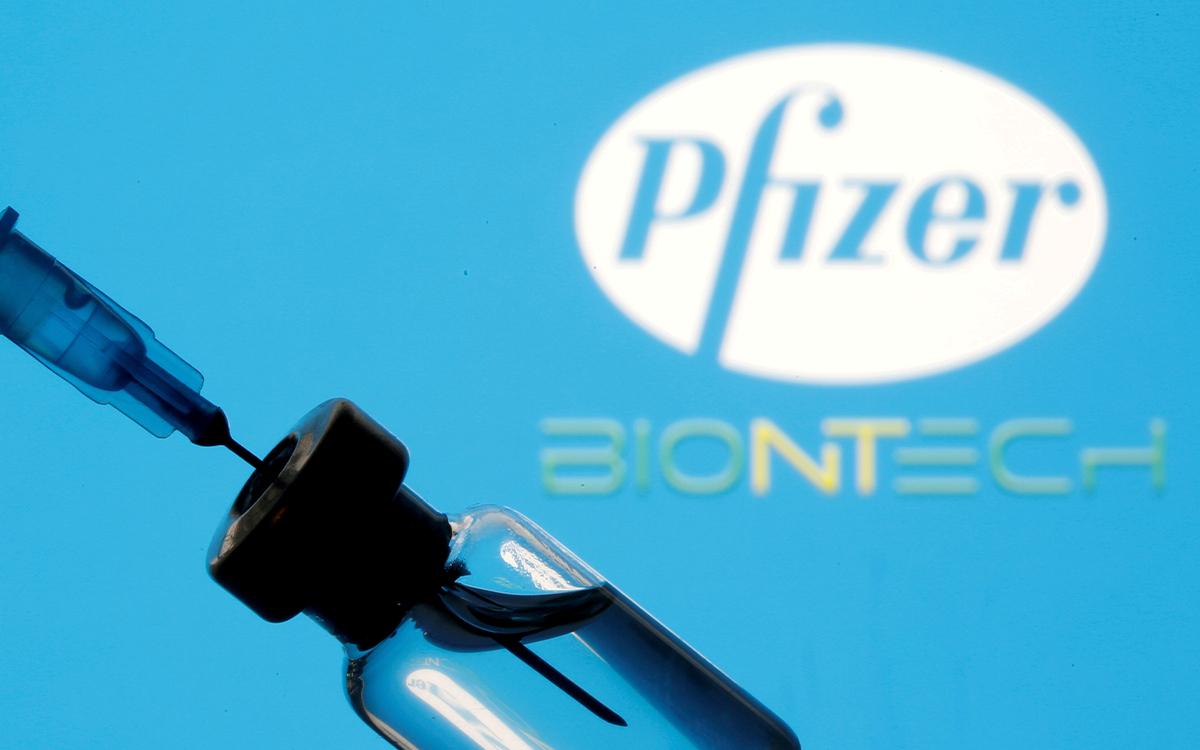 Vacuna de Pfizer contiene polietilenglicol, por lo que no es apta para personas con alergias graves: doctor - GR